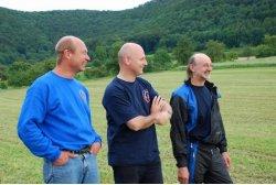 Jürgen Autrata, Bürgermeister Rolf Kammerlander und Tommy Walker bei der Begrüßung